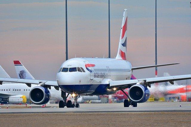 Transport lotniczy samolotami rejsowymi
